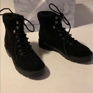 Forever 21 black winter boots. Size US 5.5